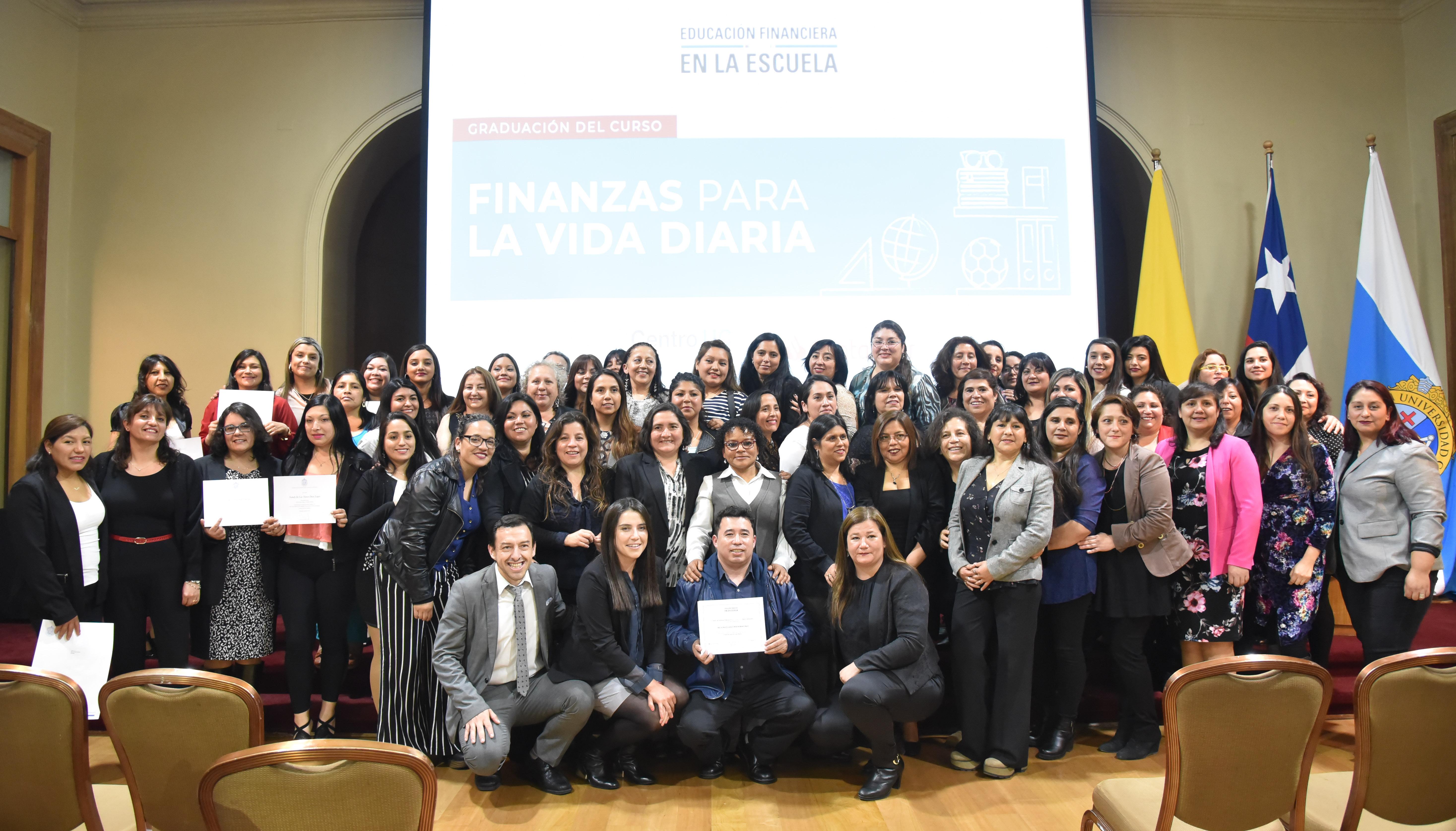 Apoderados adquieren conocimientos financieros gracias a proyecto entre nuestro Centro y Banco Santander