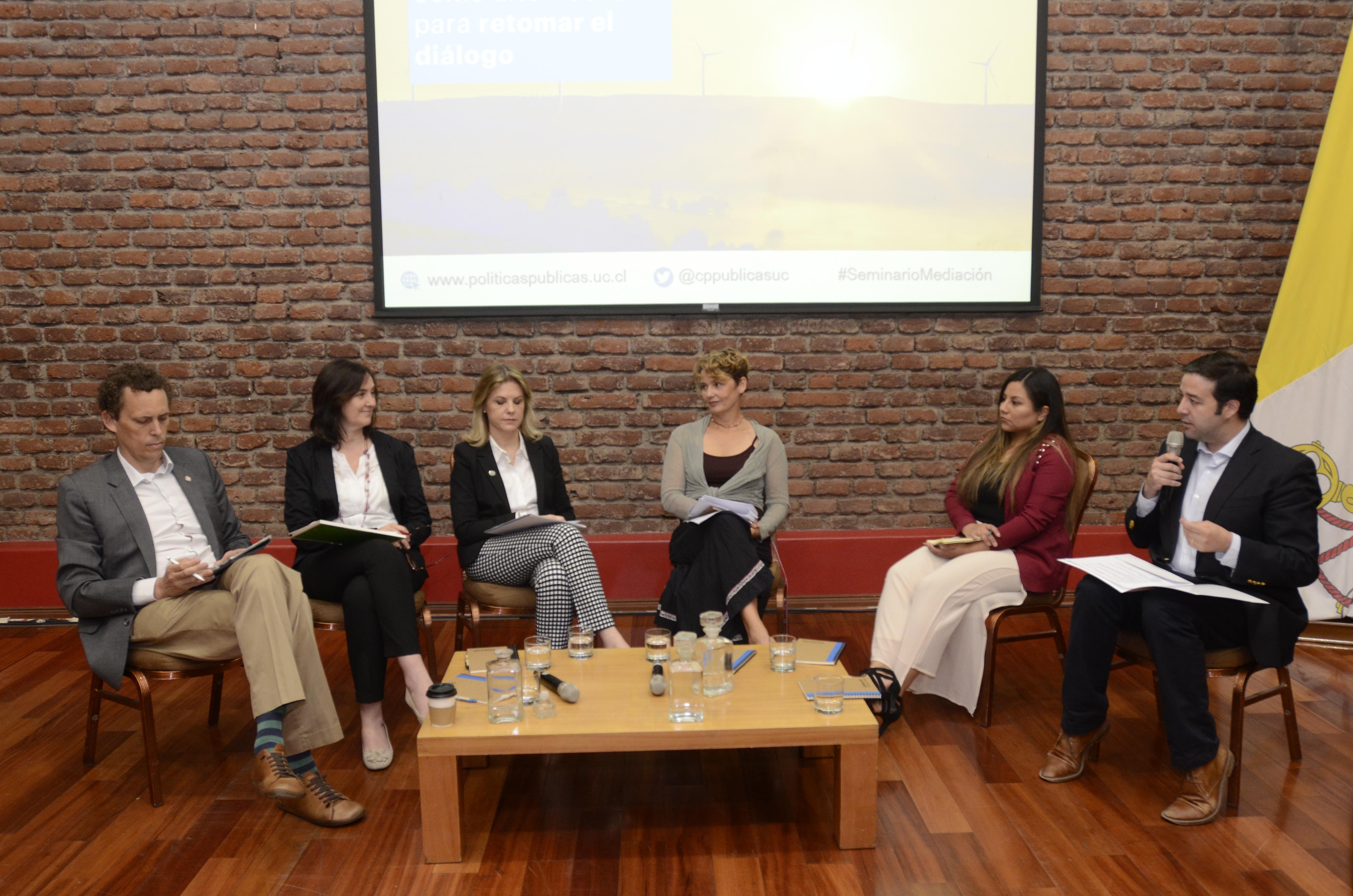 Experta internacional compartió estrategias y lecciones para la resolución de conflictos socioambientales